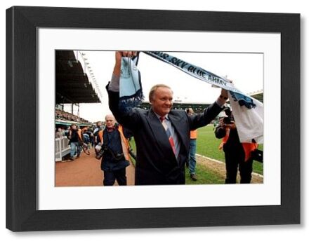 * RON ATKINSON, THE NEW MANAGER AT COVENTRY CITY IS INTRODUCED TO THE FANS
