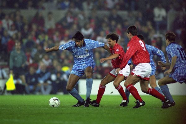 COVERTY'S ROBERT ROSARIO HOLDS OFF THE FOREST DEFENCE NOTTINGHAM FOREST V COVENTRY CITY