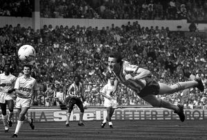 classic matches/16th 1987 fa cup final tottenham hotspur/coventry city striker keith houchen scores diving